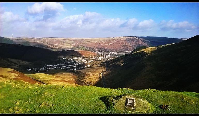 Golygfa dros Gwm-parc o'r Bwlch, Rhondda
