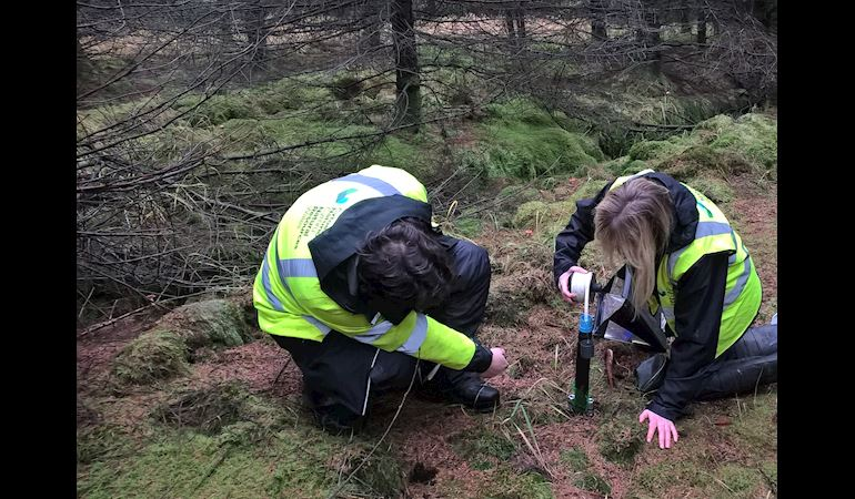 Two NRW staff members measuring the Dipwell