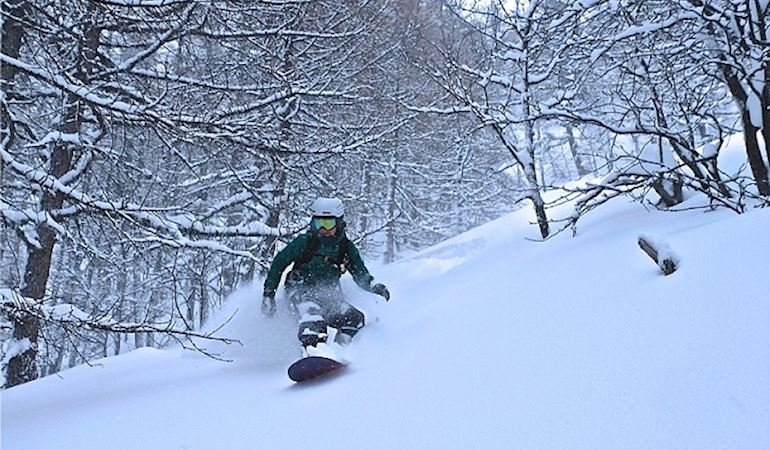 Rhiannon Cottrell snowboarding