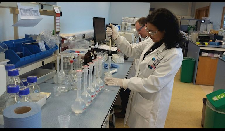 NRW staff member in action at the new environmental analysis laboratory