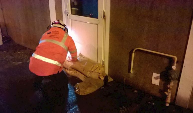 Teams deploying sandbags in Aberdulais